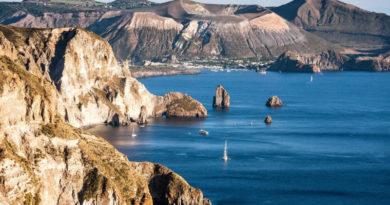 In barca a vela alle Eolie: una vacanza memorabile
