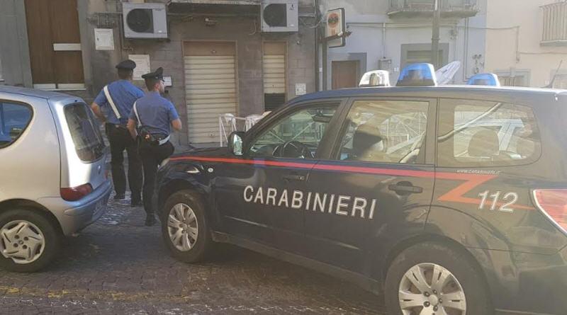 "Regalbuto: pistola ""sotto conserva"" , i carabinieri denunciano un uomo"