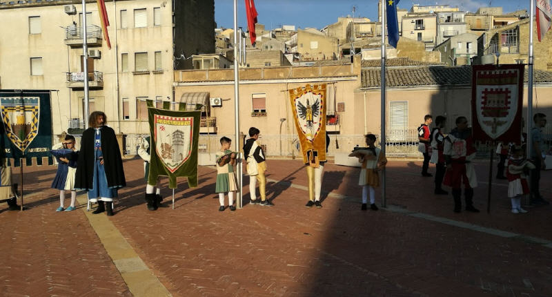 Piazza Armerina – Palio dei Normanni: con l'alzabandiera prende il via la 63esima edizione