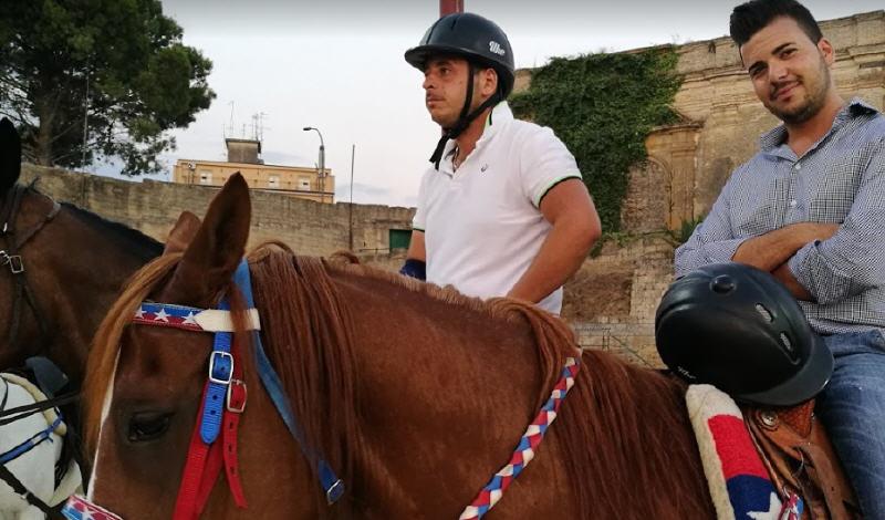 """Palio dei Normanni: oggi si scelgono le dame a cavallo, mercoledì le """"battle"""" finali per i cavalieri"""
