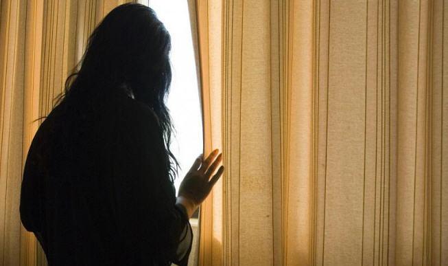 Anche i figli di lei nel mirino di un uomo arrestato per stalking.