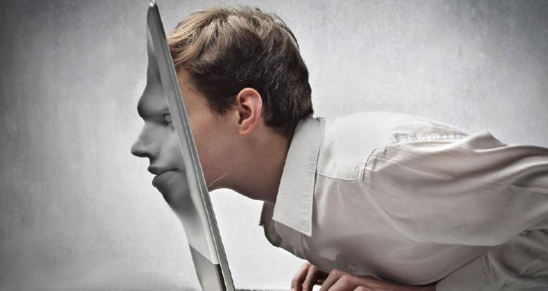 Cosa pensi di chi usa Facebook per offendere anche in maniera violenta?