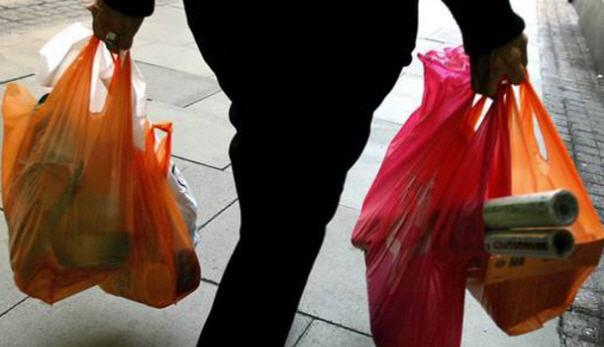 Enna –  Cinquemila euro di multa a negozio non in regola con le buste in plastica