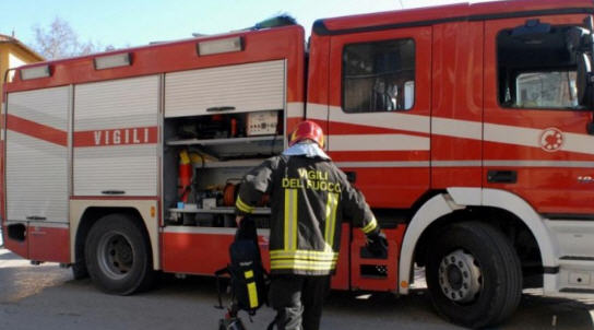 Aidone – Auto in fiamme, salvi i quattro occupanti del veicolo