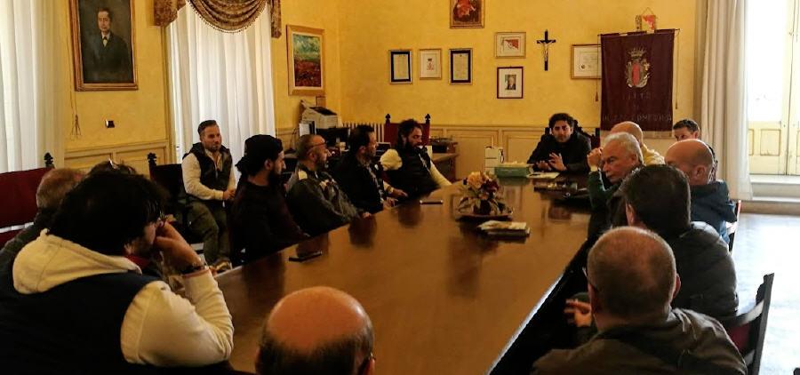 L'assessore Ettore Messina incontra la Confesercenti. Sì ai posteggi in piazza Garibaldi , rimane isola pedonale la via Garibaldi