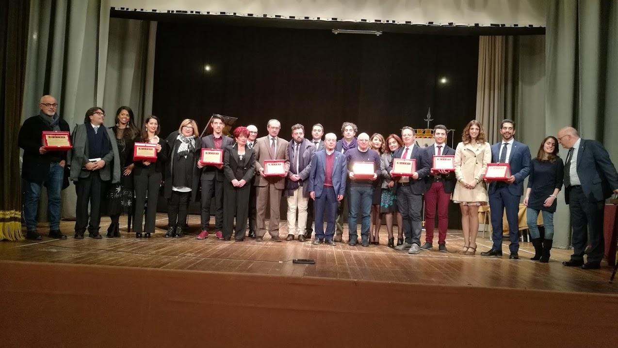 """Piazza Armerina – Consegnati ieri sera al Garibaldi i premi """"Uomo e Donna dell'anno"""". Premiato Nicola Lo Iacono di StartNews"""