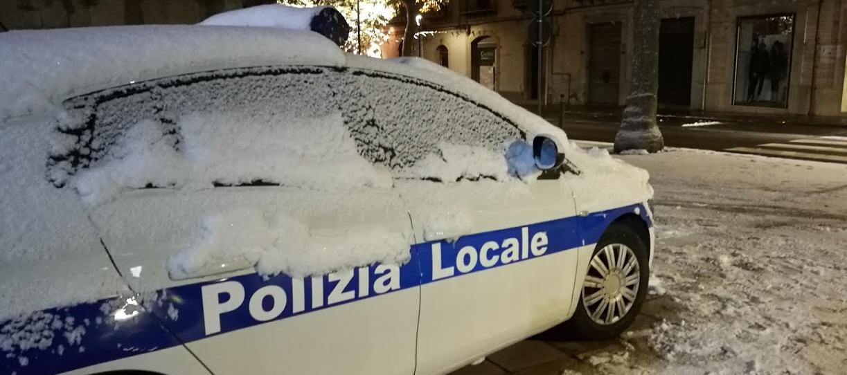 Piazza Armerina – Neve e ghiaccio. La Protezione Civile al lavoro. Appello agli automobilisti
