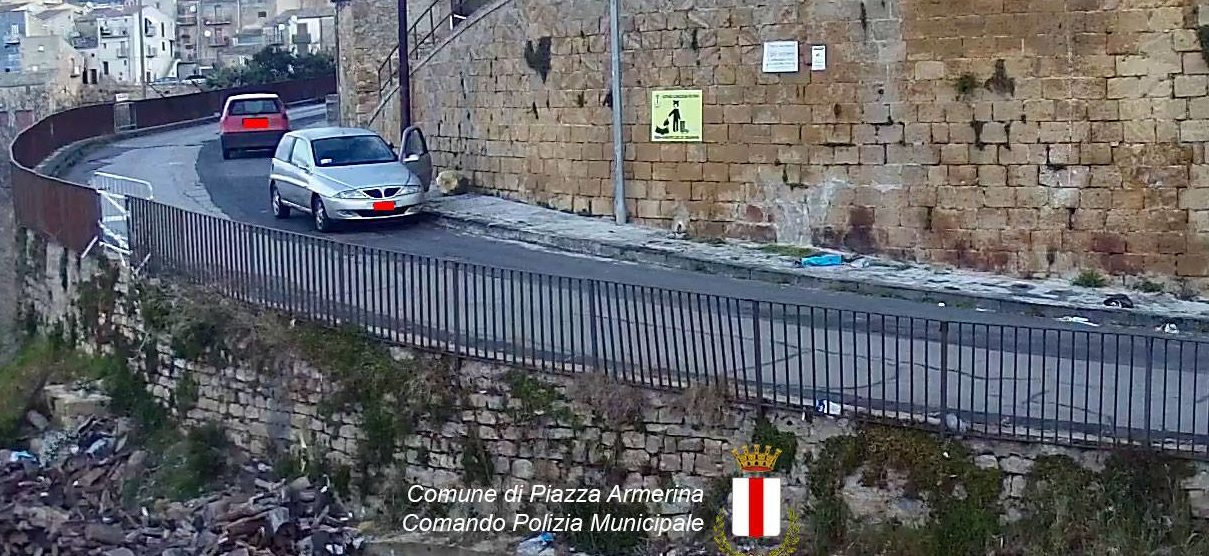 Piazza Armerina – Foto e multa per gli incivili che sporcano la città