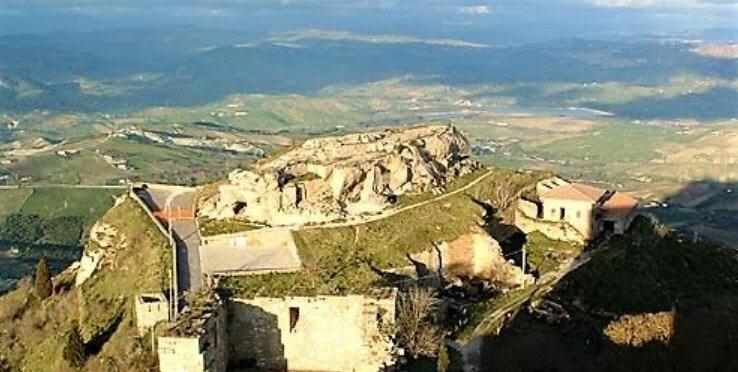Enna – Rocca di Cerere classificatasi al 56° posto nel censimento dei luoghi del cuore del FAI 2018.