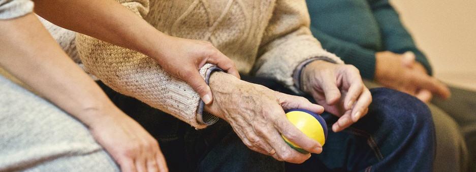 Piazza Armerina – Un aiuto economico per le famiglie che svolgono funzioni assistenziali nei confronti di anziani non autosufficienti