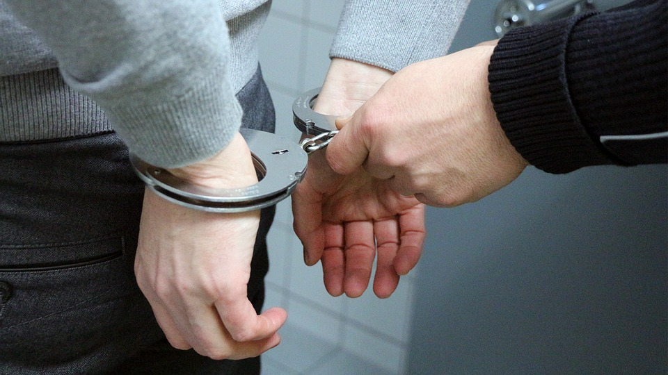 Violenza, resistenza e minaccia a P.U.Arrestato un cittadino ennese.