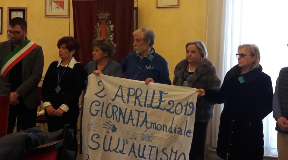 Giornata mondiale autismo, anche Piazza armerina ieri si è illumina di blu