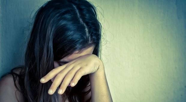 La Squadra Mobile della Questura di Enna arresta  due uomini che abusavano di una minorenne.