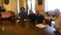 L'imprenditore Alessandro Prestifilippo acquista 100 biglietti della lotteria del Palio dei Normanni