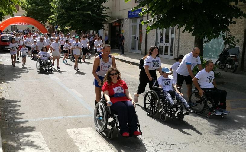 """[FOTO] – Domenica di solidarietà a Piazza Armerina con la manifestazione sportiva """"Corri abilmente"""""""