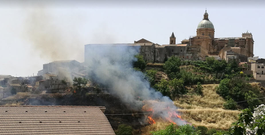Piazza Armerina – Incendi: in fiamme la costa San Francesco
