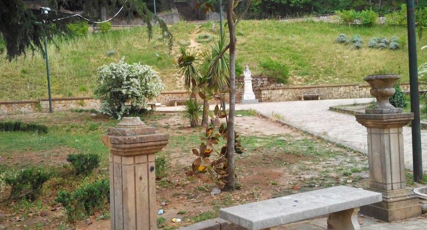 """L'appello di una nostra lettrice: """"Aiutateci a tenere pulito questo giardino"""""""