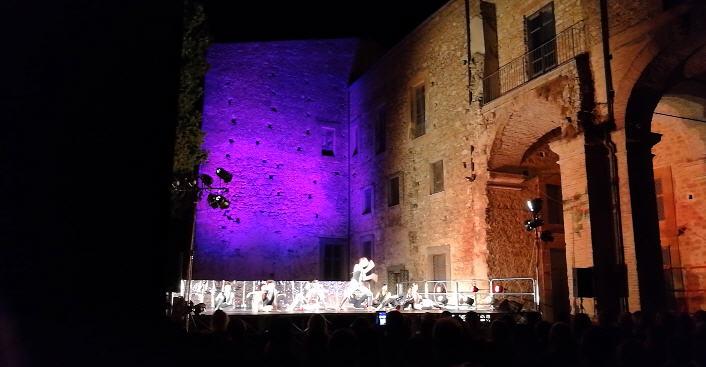 """Ieri sera a Piazza Armerina Monica Casadei  e il suo balletto ispirato all'opera """"Il Barbiere di Siviglia"""""""