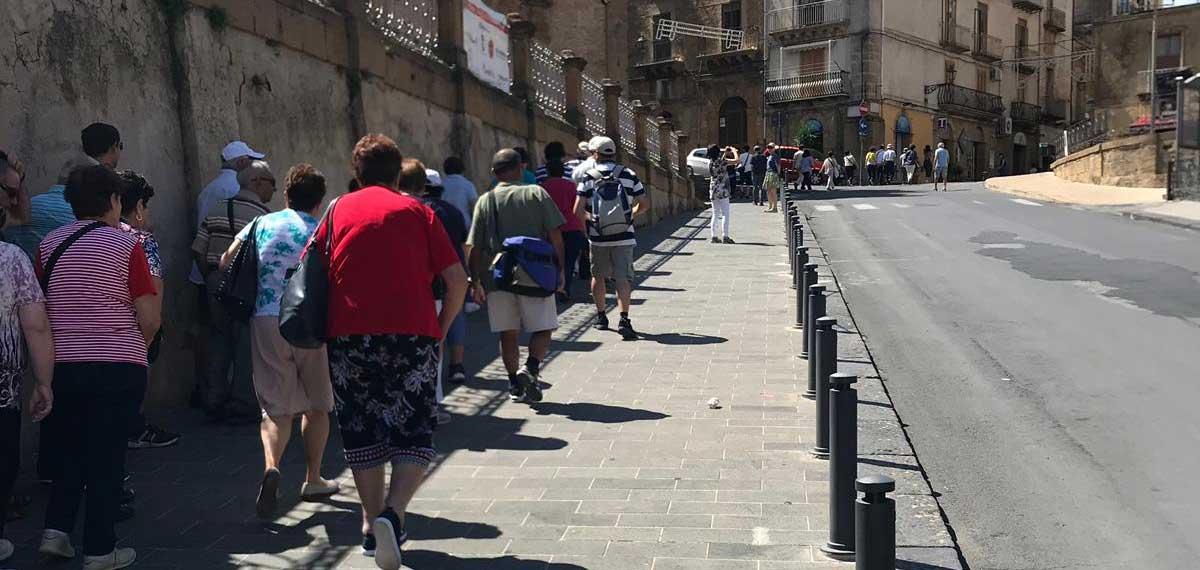 """Ettore Messina: """"La nostra città farà parte dell'olimpo delle mete turistiche"""". Oggi in città oltre dieci pullman colmi di turisti"""