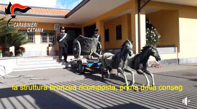In una villa di Piazza Armerina nascosti due cavalli bronzei della biga di Morgantina rubata a Catania