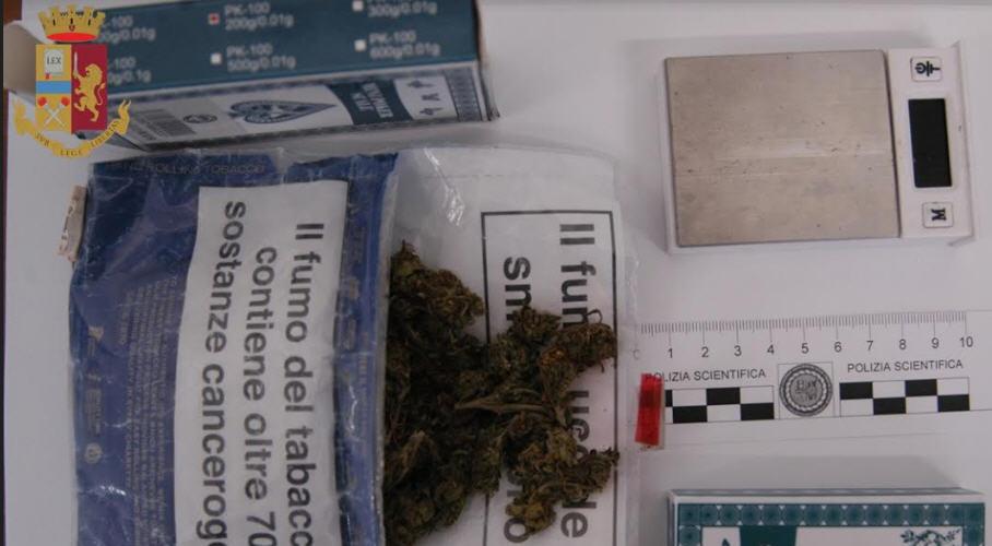 Deferito dalla Polizia di Stato per spaccio di sostanze stupefacenti.