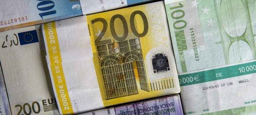 Si fa consegnare 20.000 euro dalla fidanzata fingendosi maresciallo dei carabinieri. Arrestato giovane napoletano.