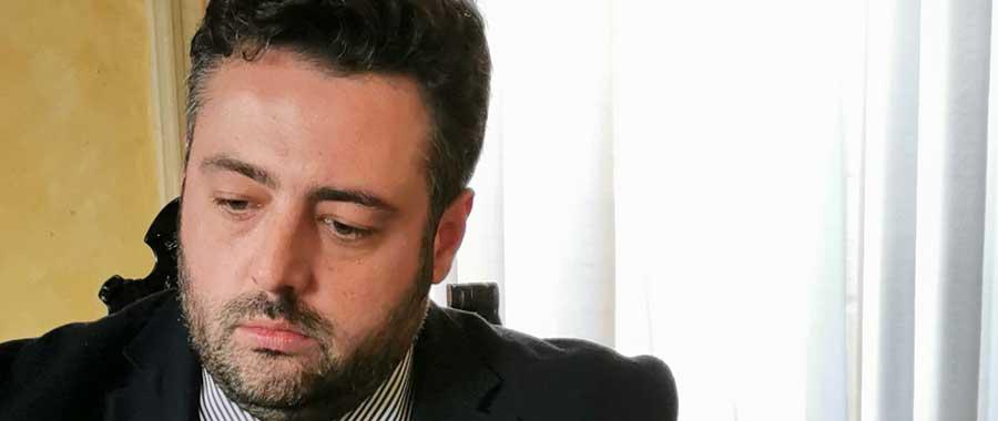 Piazza Armerina – Il sindaco Nino Cammarata convoca un comizio. Facebook inadeguato a spiegare la difficile situazione ai cittadini