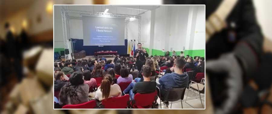 """Abuso di alcol e consumo di droga, i Carabinieri ne parlano a Barrafranca con gli alunni dell' ISS """"G. Falcone"""""""