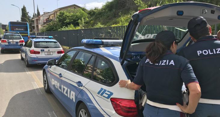 Gli agenti di polizia di Nicosia sequestrano un'auto rubata