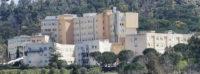 Ospedale Chiello: la decenza e l'indecenza. L'ASP deve far ripulire le aiuole e i parcheggi.