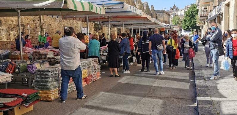 """Piazza Armerina – Mercato settimanale:""""multe fino a 3000 euro per commercianti e clienti che non indossano correttamente la mascherina"""""""