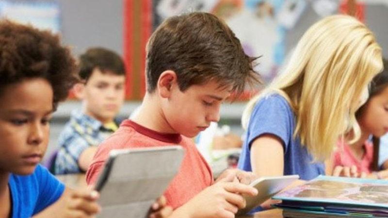 Istruzione – settemila tablet e 220mila schede dati alle scuole siciliane