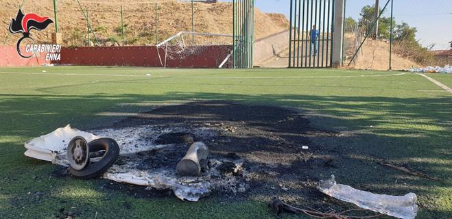 Troina – Atto vandalico al campo di calcio comunale di Troina. Denunciato un giovane