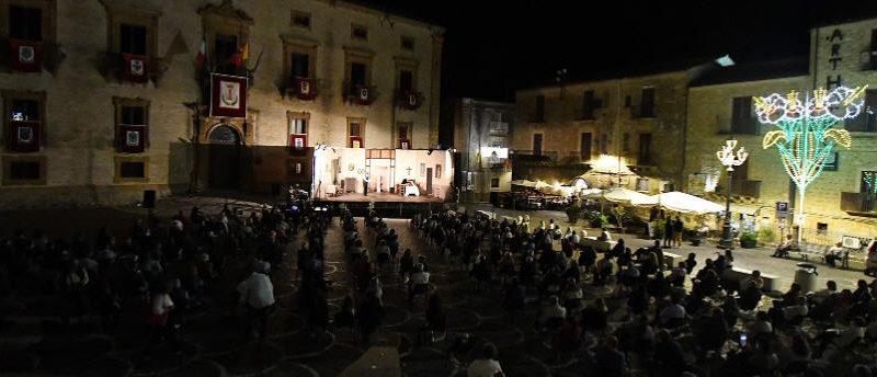 """Piazza Armerina – Questa sera torna sul palco Turi Amore con la commedia """"E' un problema di Famiglia"""""""