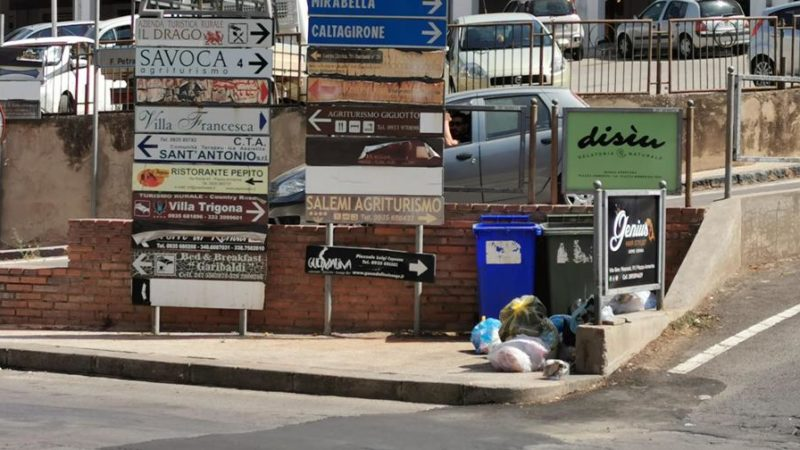 Piazza Armerina – Rifiuti abbandonati. Chi sporca fuori è sporco dentro.