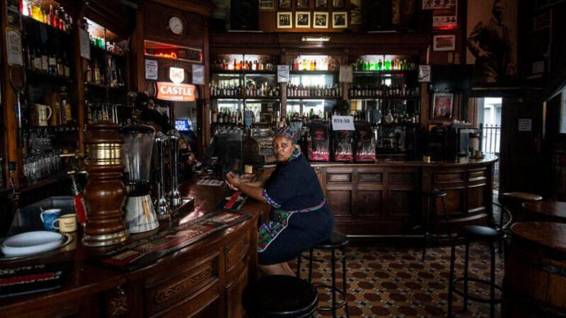 Gran Bretagna nella morsa del covid19. Smart working, bar e pub chiusi alle 22