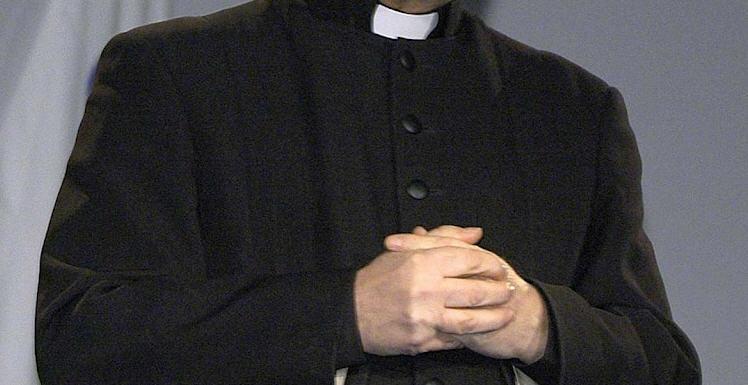 """Un giovane di Enna denuncia: """"abusi subiti da un sacerdote"""". La magistratura indaga."""