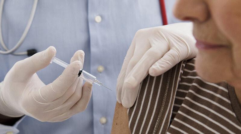 Vaccino: in Sicilia riprendono dall'8 aprile le prenotazioni per gli over 80 e i soggetti vulnerabili.