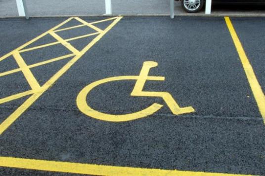 Enna – Stalli per il parcheggio dei disabili nei centri commerciali di Enna