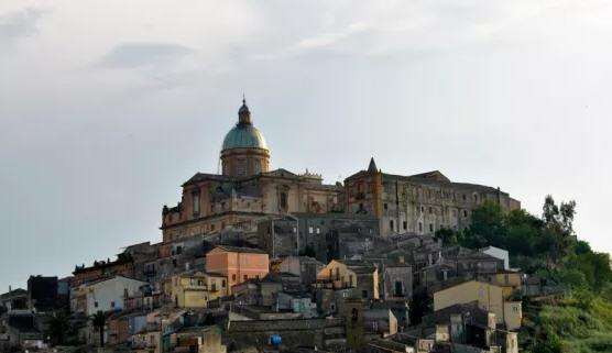 Lunedì 25 giugno al Convento di San Pietro la presentazione di un libro di Ignazio Nigrelli