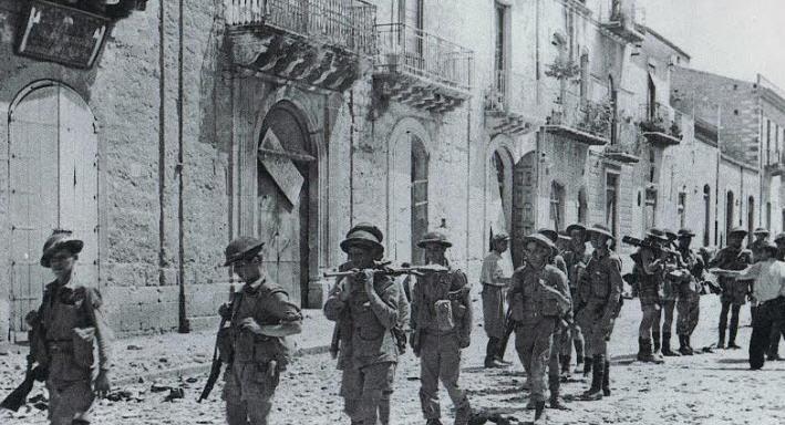 Una delegazione del Royal Canadian Regiment a Valguarnera