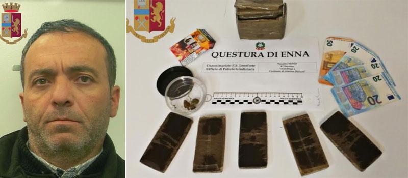 Leonforte – La polizia trova mezzo chilo di hashish all'interno di un'auto. Arrestato un uomo