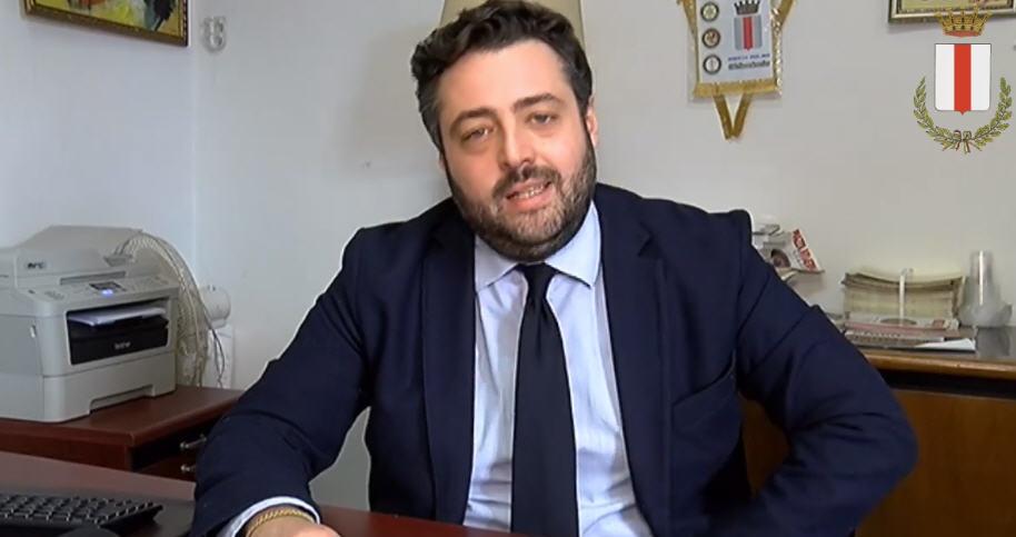 La polemica sulla festa di compleanno: la risposta del sindaco alla consigliera Anna Zagara.