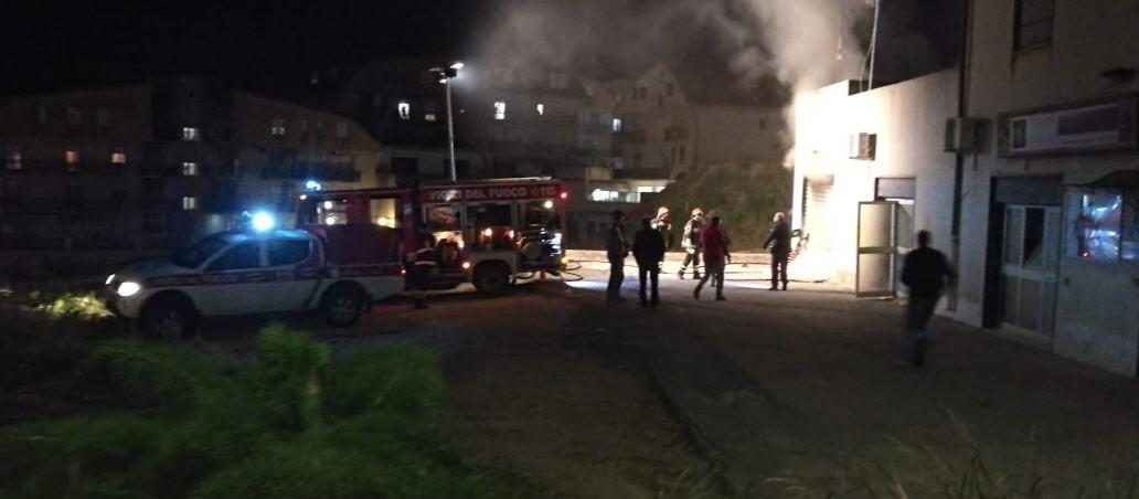 Piazza Armerina – A fuoco un garage nei pressi di via Mons. Palermo.