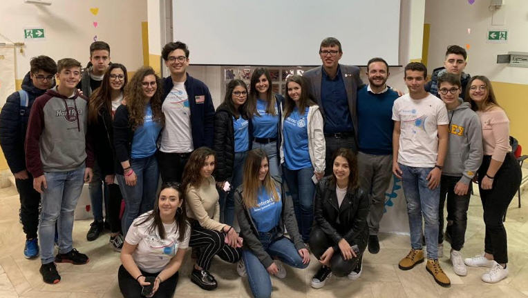 """I componenti del Rotaract Club Piazza Armerina incontrano gli studenti del Liceo scientifico """"Vito Romano"""""""