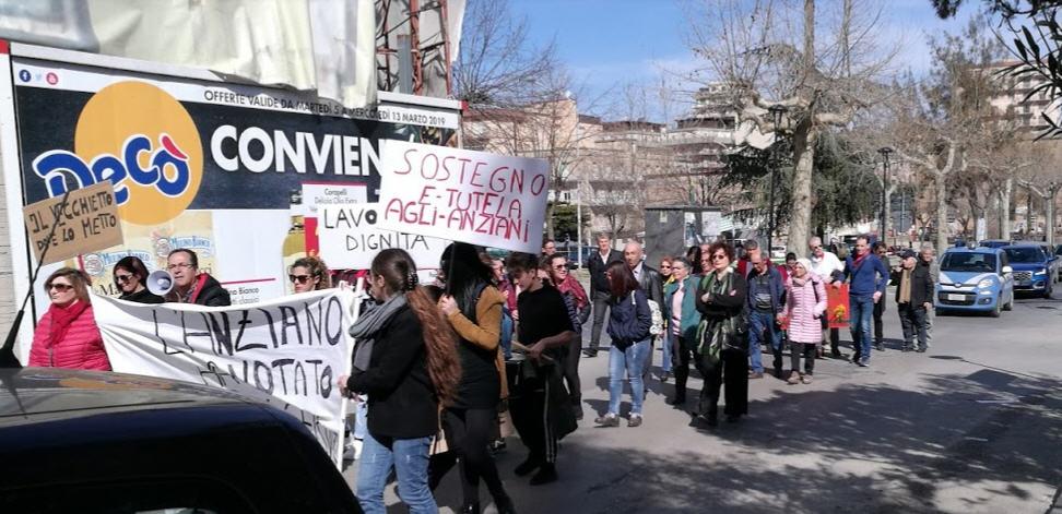 Piazza Armerina, i lavoratori del S.A.D. protestano in piazza per la sospensione del servizio