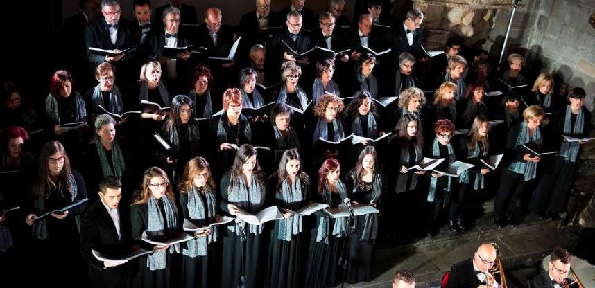 Coro Passio Hennensis e banda Città di Enna restituiscono alla città un pezzo di tradizione