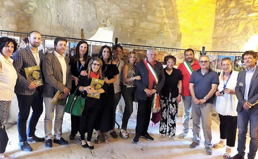 """ASP Enna. La mostra """"Terra e colori di Sicilia"""" in esposizione al castello di Sperlinga.Ospite dell'evento il Prefetto di Enna"""