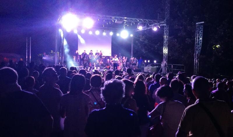 Carroccia e Mogol: più di quattromila persone (ma si parla anche di 8000) ieri in piazza Falcone-Borsellino