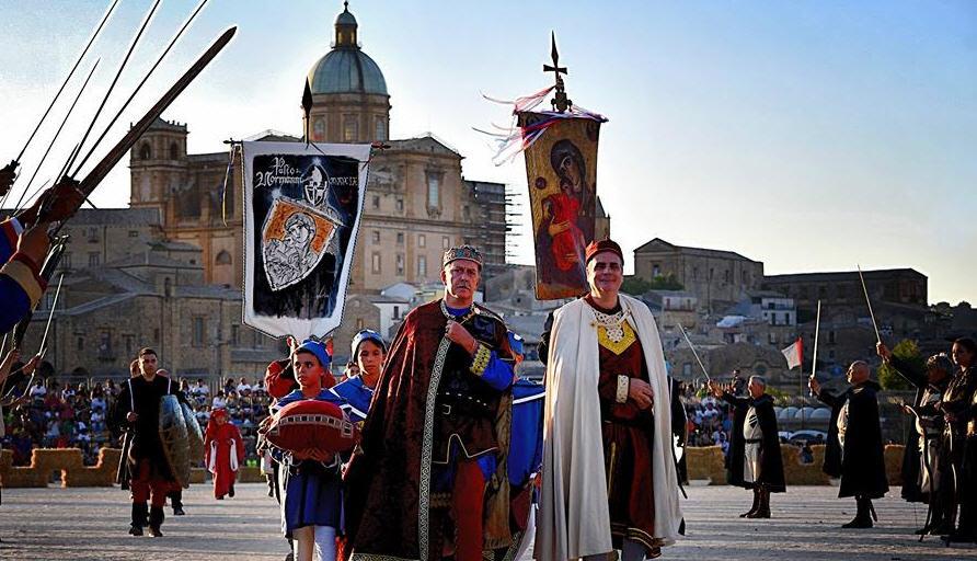 Piazza Armerina – Quasi tutto pronto per Palio dei Normanni. Possibile prenotare i biglietti per assistere agli spettacoli.